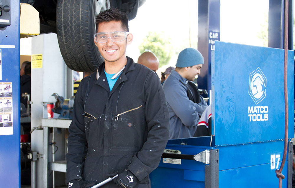 Mechanic leaves auto shop to go back to school Featured Image